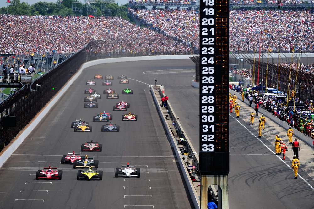 INDIANAPOLIS, IN - MAY 29:  Drivers race under the green flag during the IZOD IndyCar Series Indianapolis 500 Mile Race at Indianapolis Motor Speedway on May 29, 2011 in Indianapolis, Indiana.  (Photo by Robert Laberge/Getty Images)