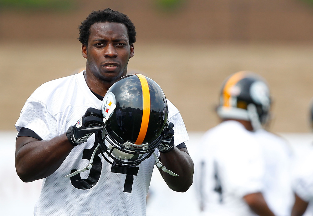 LATROBE, PA - JULY 29:  Rashard Mendenhall #34 of the Pittsburgh Steelers puts his helmet on during training camp on July 29, 2011 at St Vincent College in Latrobe, Pennsylvania.  (Photo by Jared Wickerham/Getty Images)