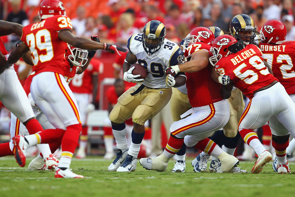 KANSAS CITY, MO - AUGUST 26: Steven Jackson #39 of the St. Louis Rams rushes against the Kansas City Chiefs during a pre-season game at Arrowhead Stadium  on August 26, 2011 in Kansas City, Missouri.  (Photo by Dilip Vishwanat/Getty Images)