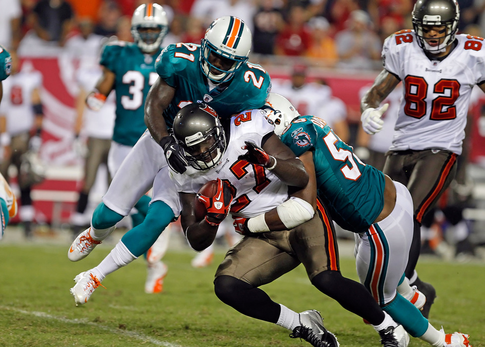 TAMPA, FL - AUGUST 27:  Running back LeGarrette Blount #27 of the Tampa Bay Buccaneers would have gotten more yards if he just punched them in the face.