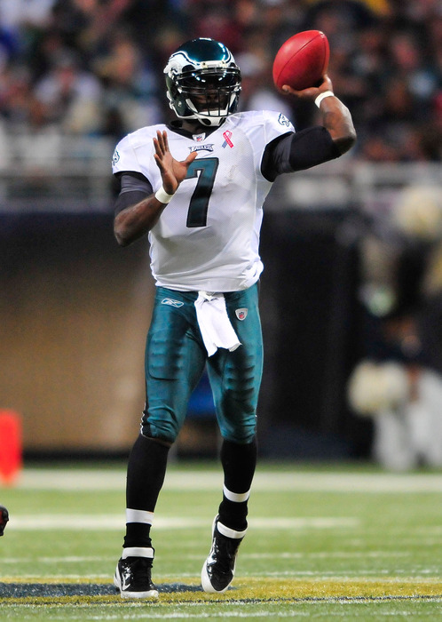 ST. LOUIS, MO - SEPTEMBER 11: Michael Vick #7 of the Philadelphia Eagles throws against the St. Louis Rams at the Edward Jones Dome on September 11, 2011 in St. Louis, Missouri. The Eagles defeated the Rams 31-15. (Photo by Jeff Curry/Getty Images)