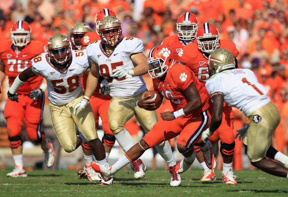CLEMSON, SC - SEPTEMBER 24:  Tajh Boyd #10 of the Clemson Tigers runs with the ball against the Florida State Seminoles during their game at Memorial Stadium on September 24, 2011 in Clemson, South Carolina.  (Photo by Streeter Lecka/Getty Images)