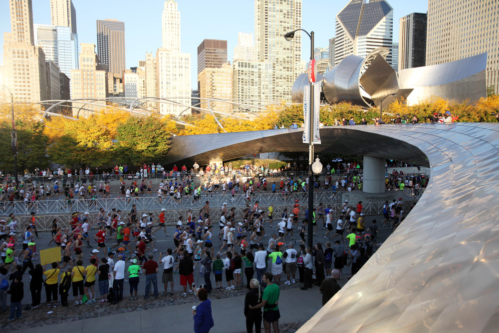 CHICAGO, IL - OCTOBER 09: Thousands of runners participate in the Bank of America Chicago Marathon on October 9, 2011 in Chicago, Illinois. (Photo by Tasos Katopodis/Getty Images)