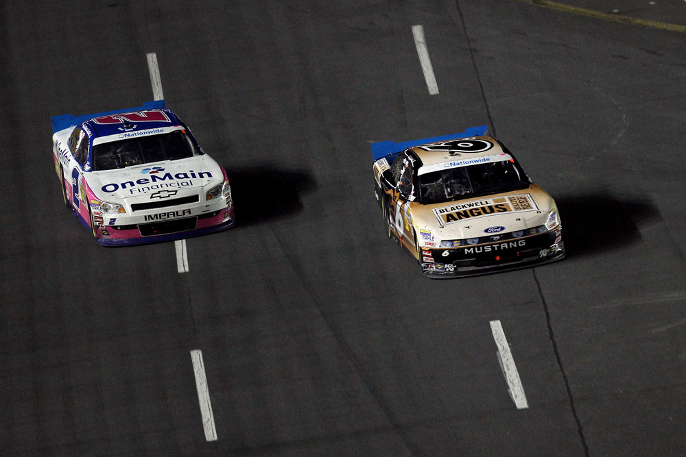 Ricky Stenhouse Jr. (6) and Elliott Sadler bring their battle for the NASCAR Nationwide Series championship to Texas Motor Speedway.