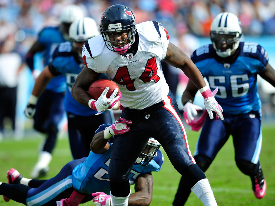 NASHVILLE, TN - OCTOBER 23:  Ben Tate #44 of the Houston Texans runs against the Tennessee Titans during play at LP Field on October 23, 2011 in Nashville, Tennessee. Houston won 41-7.  (Photo by Grant Halverson/Getty Images)