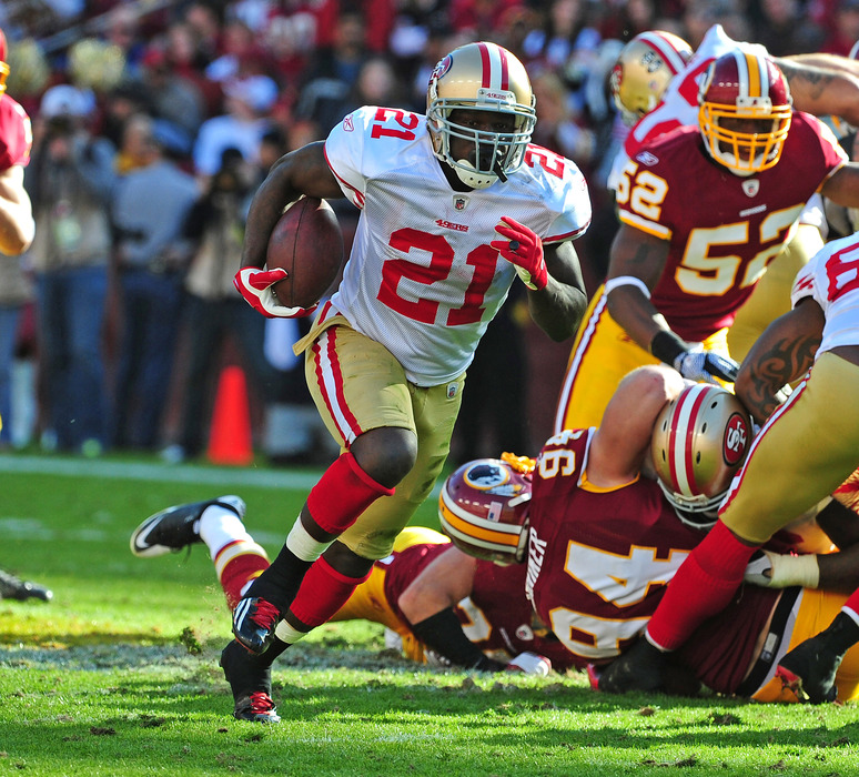 LANDOVER, MD - NOVEMBER 6: Frank Gore #21 of the San Francisco 49ers carries the ball against the Washington Redskins at FedEx Field on November 6, 2011 in Landover, Maryland. (Photo by Scott Cunningham/Getty Images)