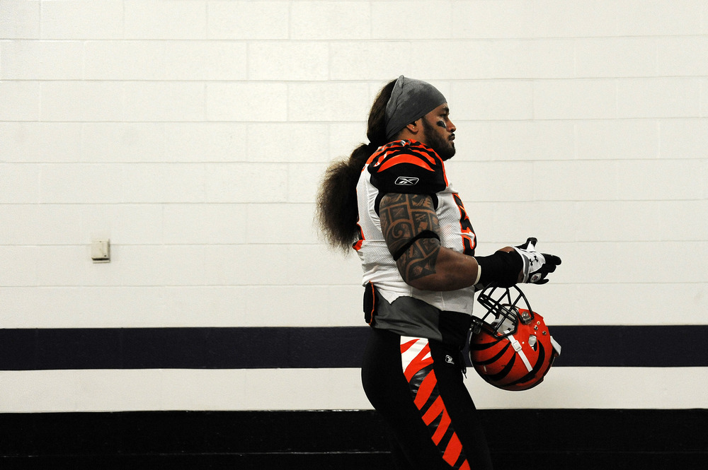 BALTIMORE, MD - NOVEMBER 20: Linebacker Rey Maualuga #58 of the Cincinnati Bengals walks to the field before taking on the Baltimore Ravens at M&T Bank Stadium on November 20, 2011 in Baltimore, Maryland. (Photo by Patrick Smith/Getty Images)
