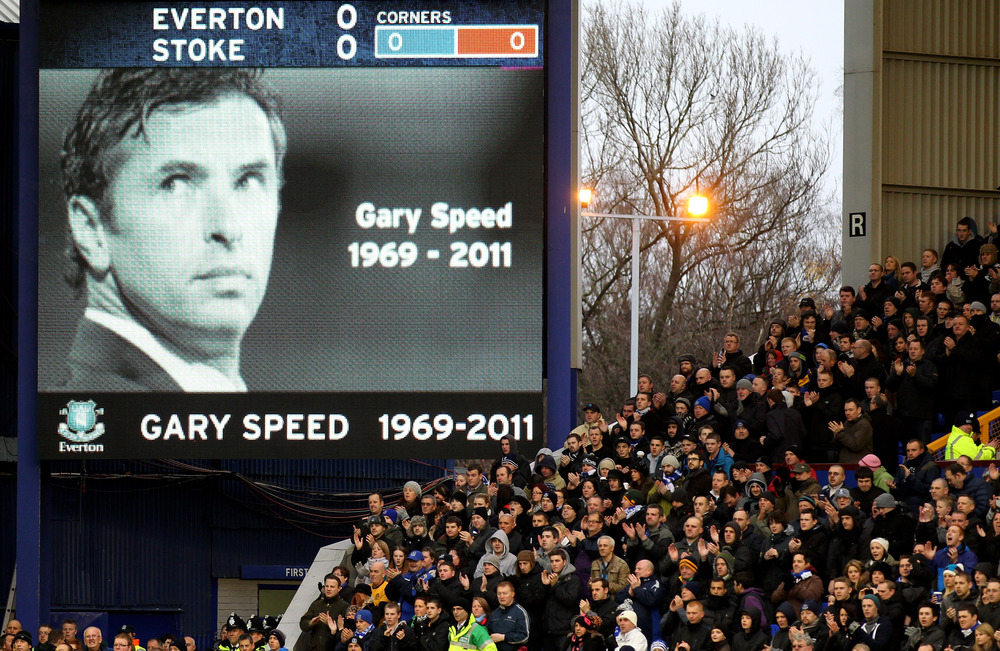 Everton fans acknowledge a minutes applause to honour the late (and great) Gary Speed prior to the Barclays Premier League match between Everton and Stoke City at Goodison Park.