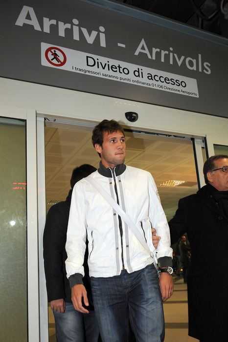 CINISI, ITALY - DECEMBER 29:  Us Citta di Palermo new signing Franco Vazquez arrives at Falcone Borsellino Airport on December 29, 2011 in Cinisi, Italy.  (Photo by Tullio M. Puglia/Getty Images)