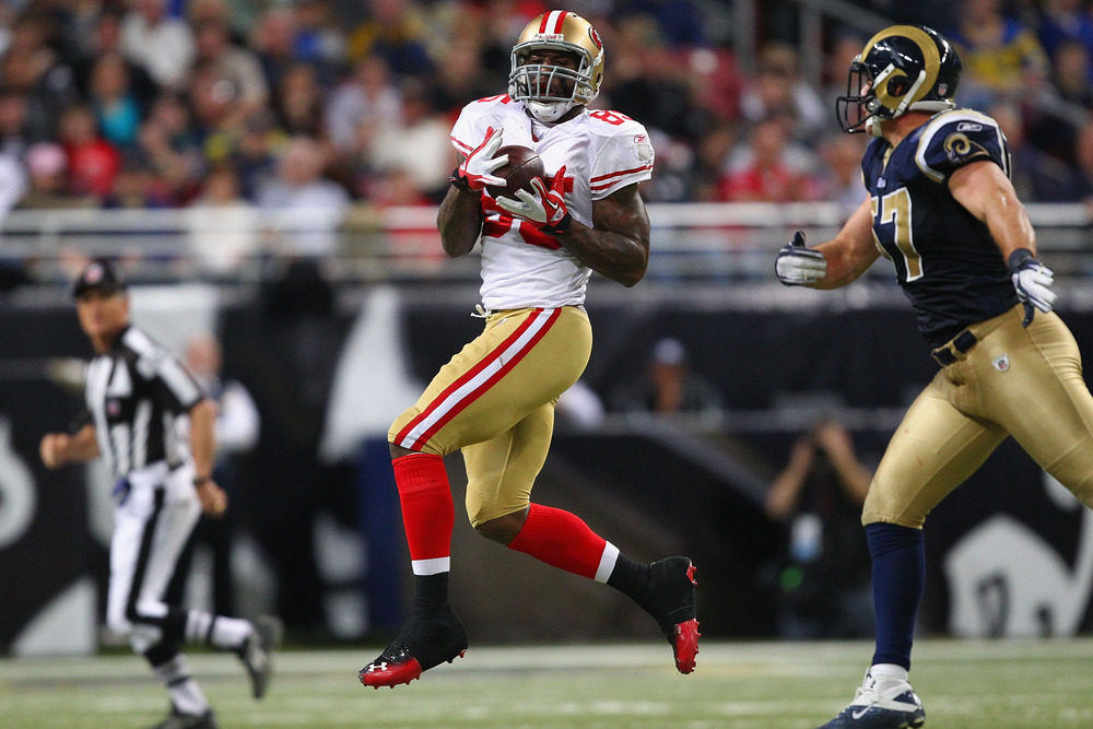 ST. LOUIS, MO - JANUARY 1: Vernon Davis #85 of the San Francisco 49ers makes a catch against St. Louis Rams at the Edward Jones Dome on January 1, 2012 in St. Louis, Missouri.  The 49ers beat the Rams 34-27.  (Photo by Dilip Vishwanat/Getty Images)