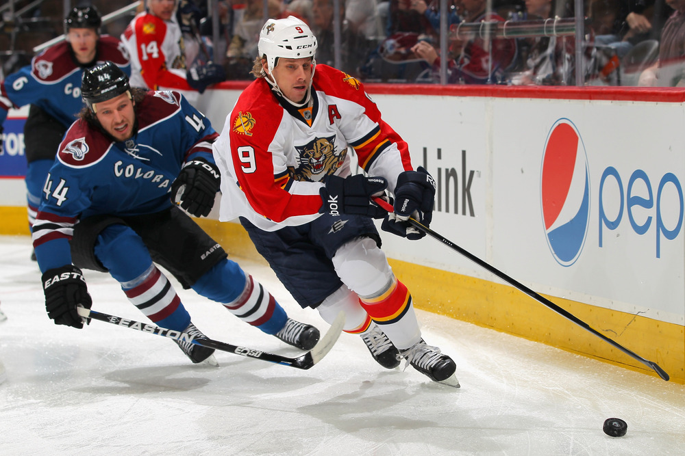 DENVER, CO - JANUARY 18:  Stephen Weiss #9 of the Florida Panthers controls the puck as Ryan Wilson #44 of the Colorado Avalanche pursues at the Pepsi Center on January 18, 2012 in Denver, Colorado.  (Photo by Doug Pensinger/Getty Images)
