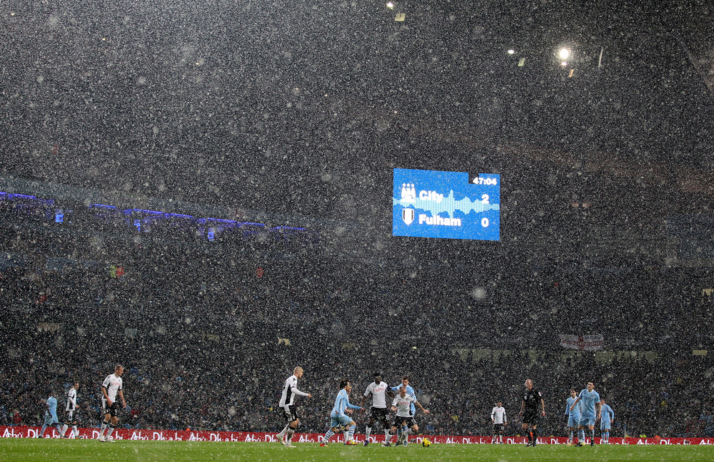 MANCHESTER, ENGLAND - FEBRUARY 04:  General View as snow falls during the Barclays Premier League match between Manchester City and Fulham at the Etihad Stadium on February 4, 2012 in Manchester, England.  (Photo by Alex Livesey/Getty Images)