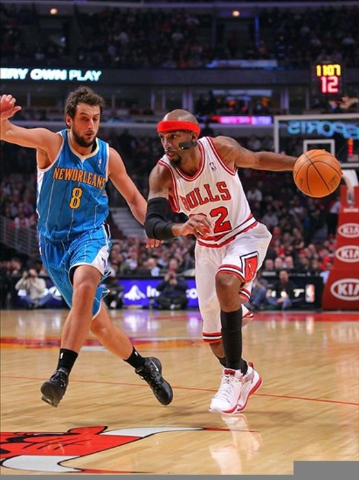 Feb 28, 2012; Chicago, IL, USA; Chicago Bulls shooting guard Richard Hamilton (32) drives past New Orleans Hornets shooting guard Marco Belinelli (8) during the first half at the United Center. Mandatory Credit: Dennis Wierzbicki-US PRESSWIRE