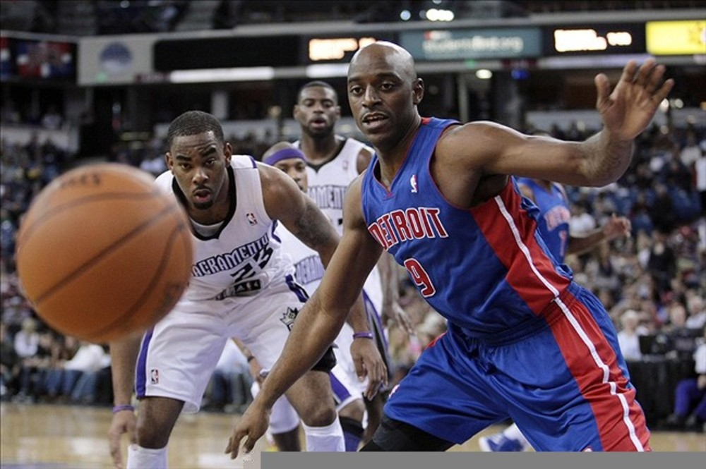 March 14, 2012; Sacramento, CA, USA; Detroit Pistons small forward Damien Wilkins (9) loses the ball against Sacramento Kings guard Marcus Thornton (23) during the second quarter at Power Balance Pavilion. Mandatory Credit: Kelley L Cox-US PRESSWIRE
