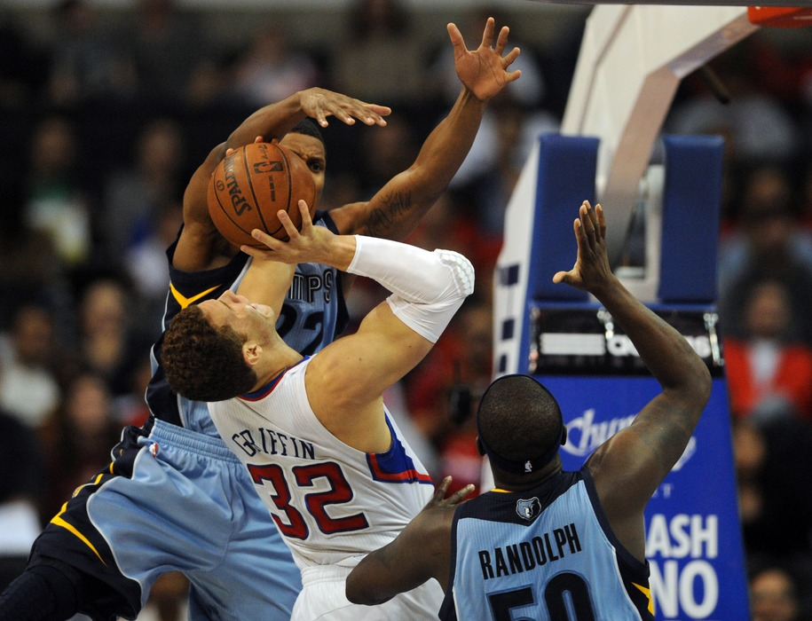 Mar 24, 2012; Los Angeles, CA, USA; Los Angeles Clippers forward Blake Griffin (32) goes up for a shot defended by Memphis Grizzlies forward Rudy Gay (22) during the first quarter at the Staples Center. Mandatory Credit: Kelvin Kuo-US PRESSWIRE