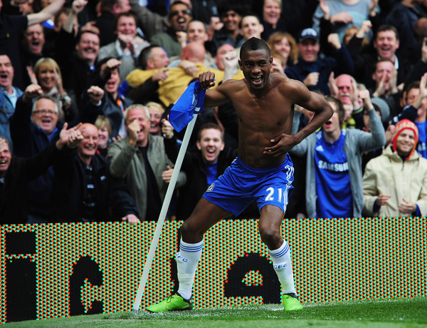 Salomon Kalou:Man, or thunder-lizard? Either way, he's going in my pocket.  (Photo by Shaun Botterill/Getty Images)