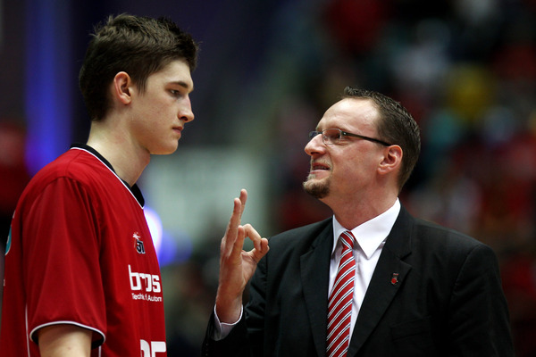 Tibor Pleiss gets the death stare from his old coach. (Photo by Alex Grimm/Bongarts/Getty Images)