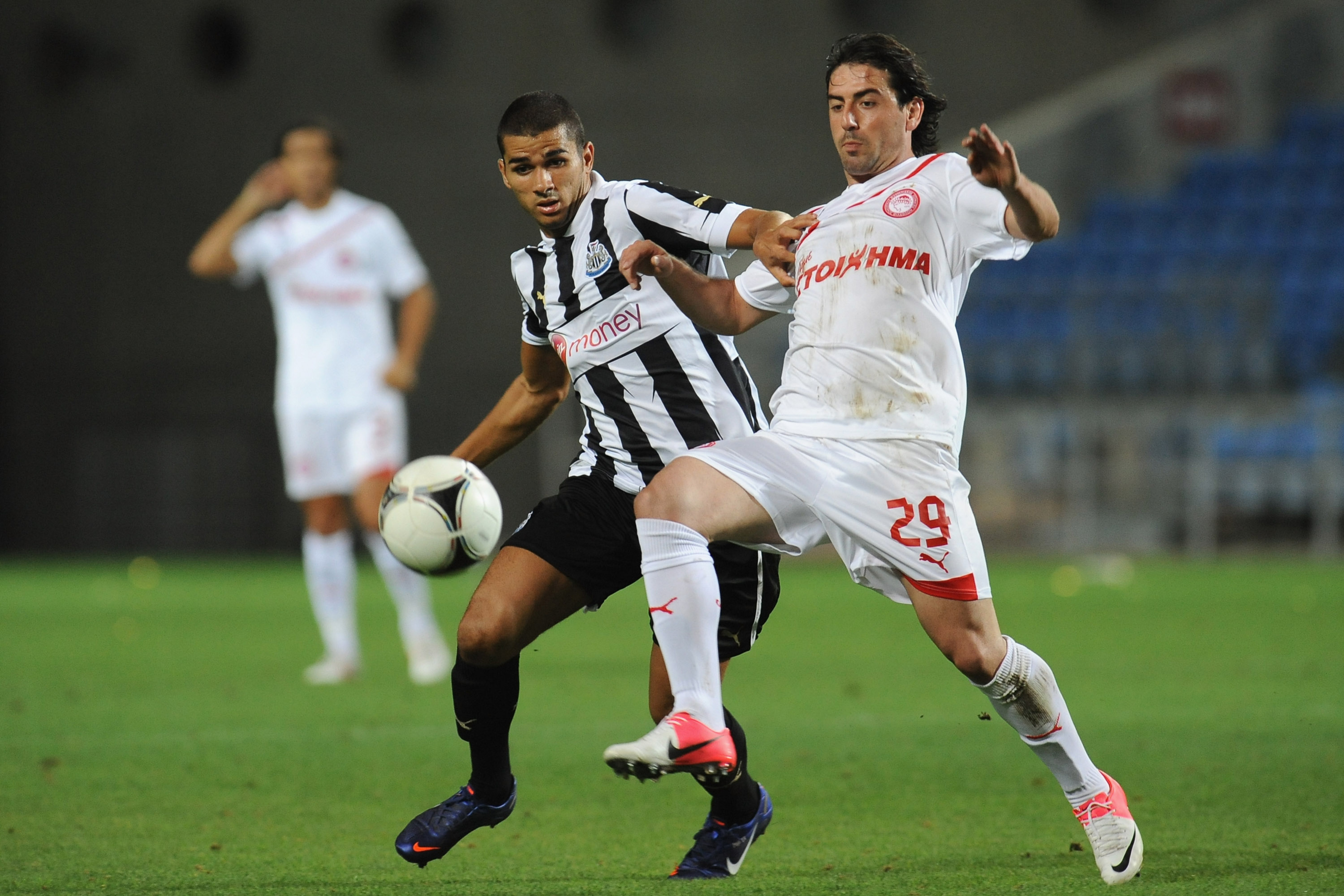 Has Mehdi Abeid taken poll position behind Yohan Cabaye opposite the Cheik Tiote role?