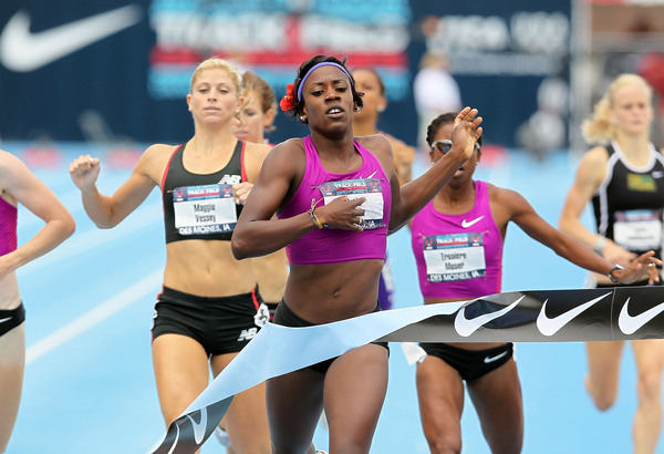 Can Alysia Johnson Montano (USA) stay in front of the pack and advance in women's 800 meter?