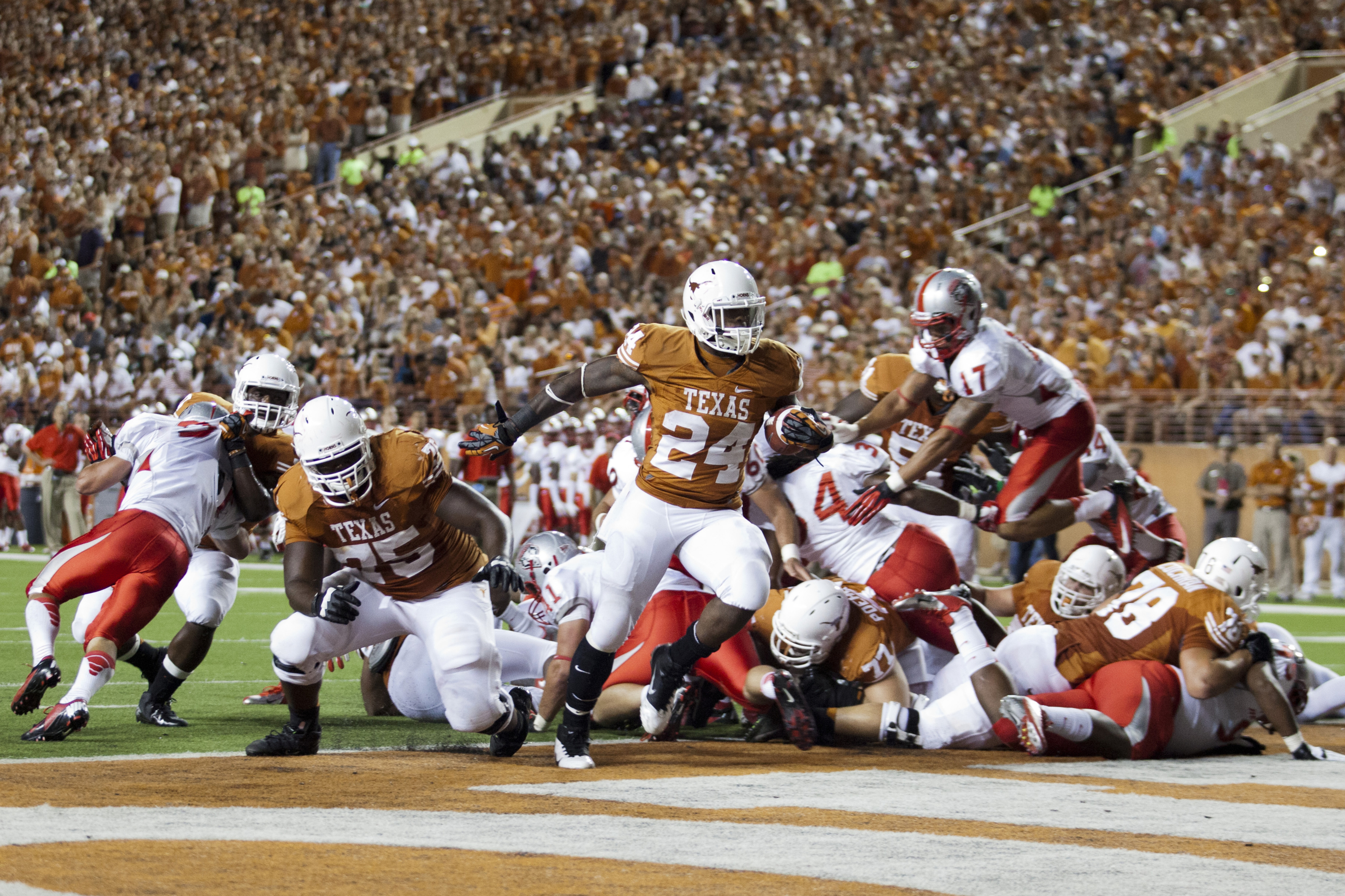 AUSTIN, TX - SEPTEMBER 8: Joe Bergeron #24 of the Texas Longhorns scores a touchdown against the University of New Mexico Lobos on September 8, 2012 at Darrell K Royal-Texas Memorial Stadium in Austin, Texas. (Photo by Cooper Neill/Getty Images)