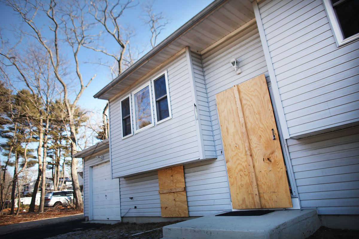 New York State Deploys Mobile Command Foreclosure Aid Center To Areas Hard Hit By Housing Crisis