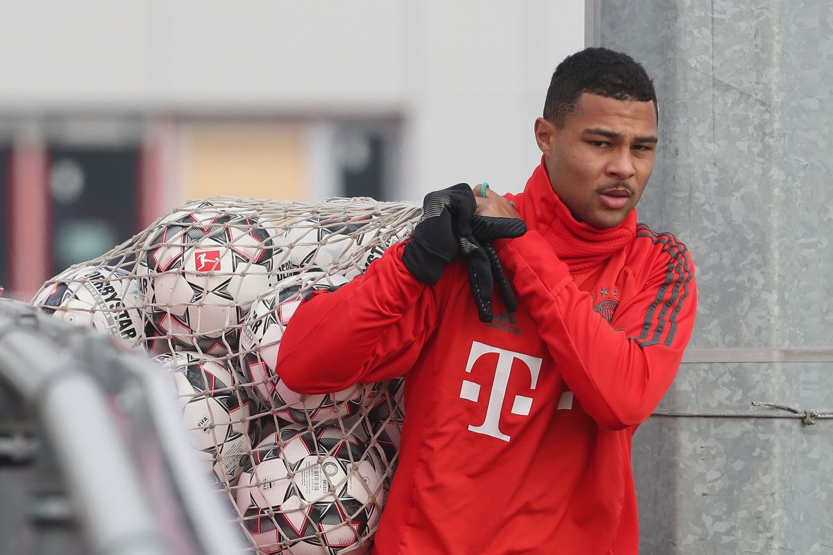MUNICH, GERMANY - NOVEMBER 22: Serge Gnabry of FC Bayern Muenchen arrives for a training session at the club's Saebener Strasse training ground on November 22, 2018 in Munich, Germany.