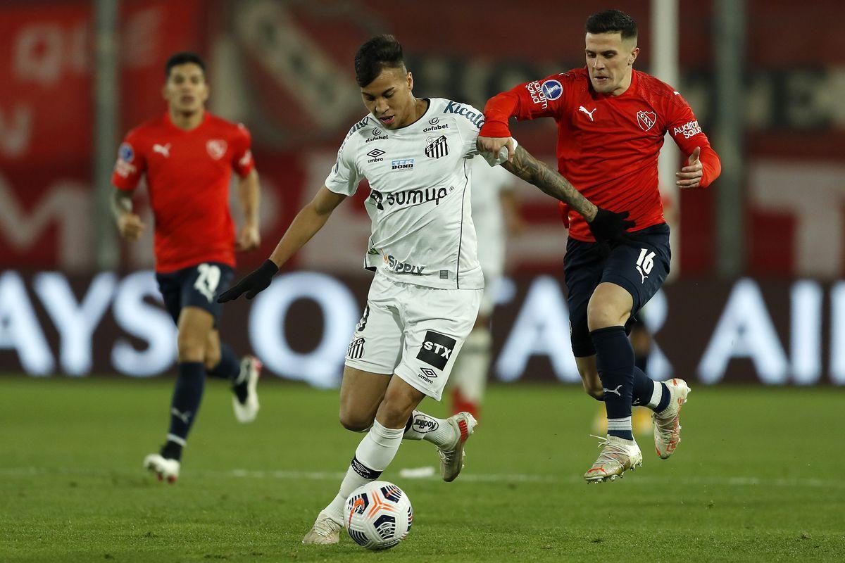 Independiente v Santos - Copa CONMEBOL Sudamericana 2021