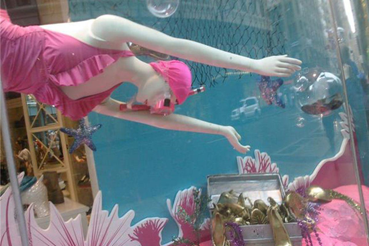 """Shoe Woo's bathing beauty via <a href=""""http://www.flickr.com/photos/48908095@N02/4557829962/in/pool-312691@N20"""">kiminnyc</a>/Racked Flickr Pool"""