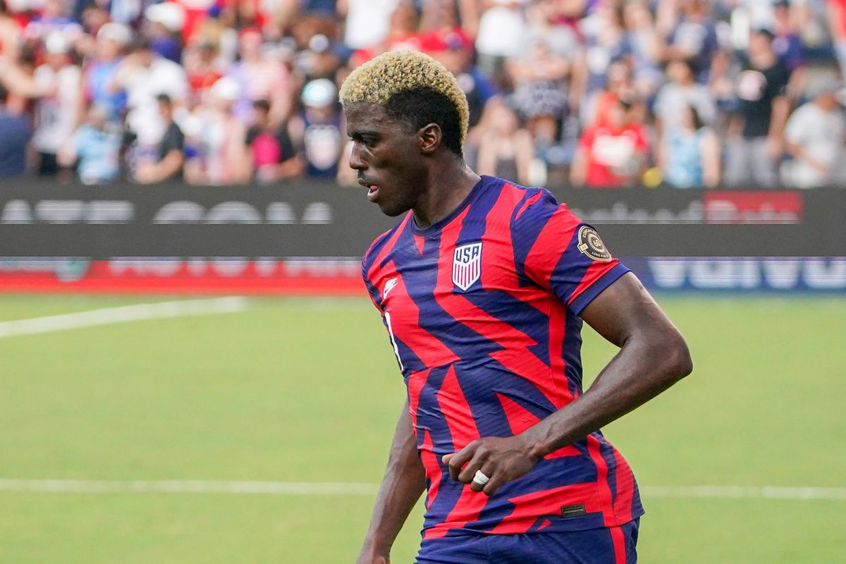 United States forward Gyasi Zardes controls the ball in the game against Canada during CONCACAF Gold Cup Soccer group stage play at Children's Mercy Park.