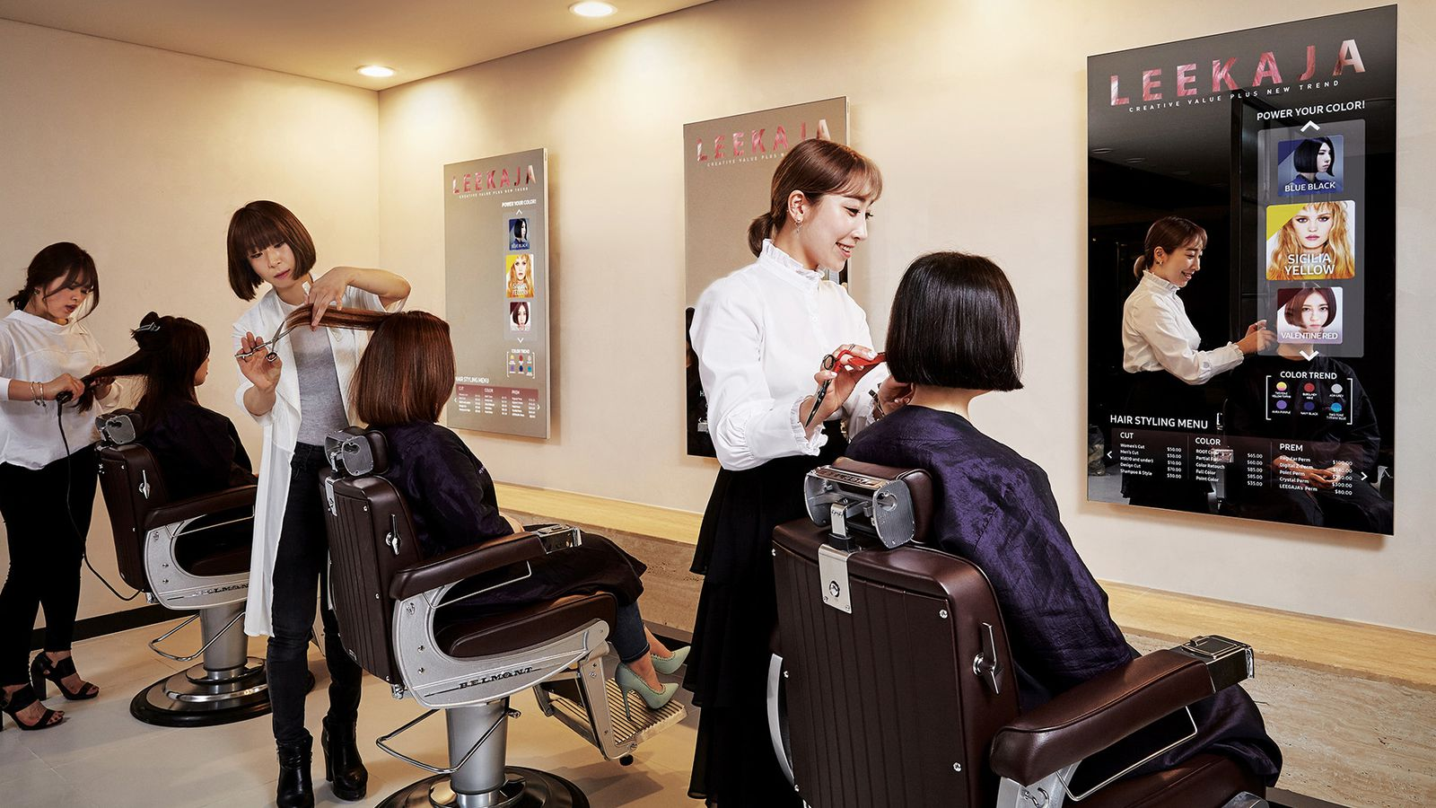 Samsung Commercial Displays >> Samsung's first mirror displays are now being used in a ...