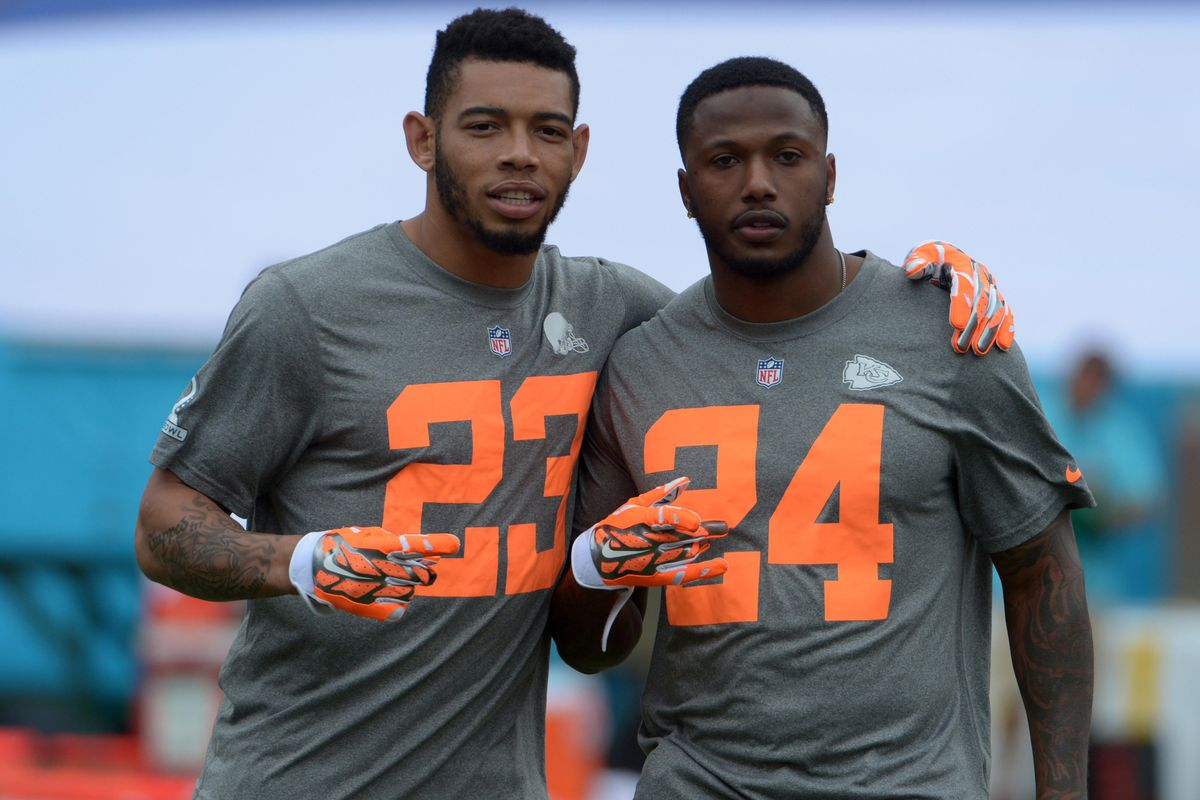 9b5c802c436 CB Joe Haden hangs out with CB Brandon Flowers at the Pro Bowl. Kirby  Lee-USA TODAY Sports