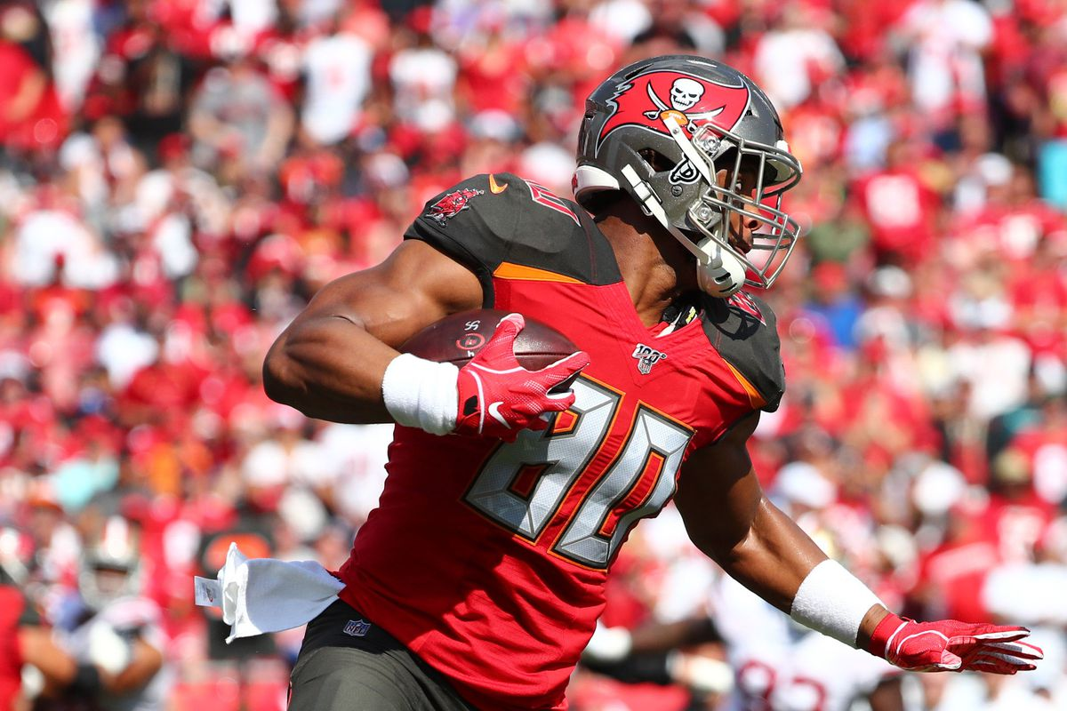 Tampa Bay Buccaneers tight end O.J. Howard runs with the ball during the first quarter at Raymond James Stadium.