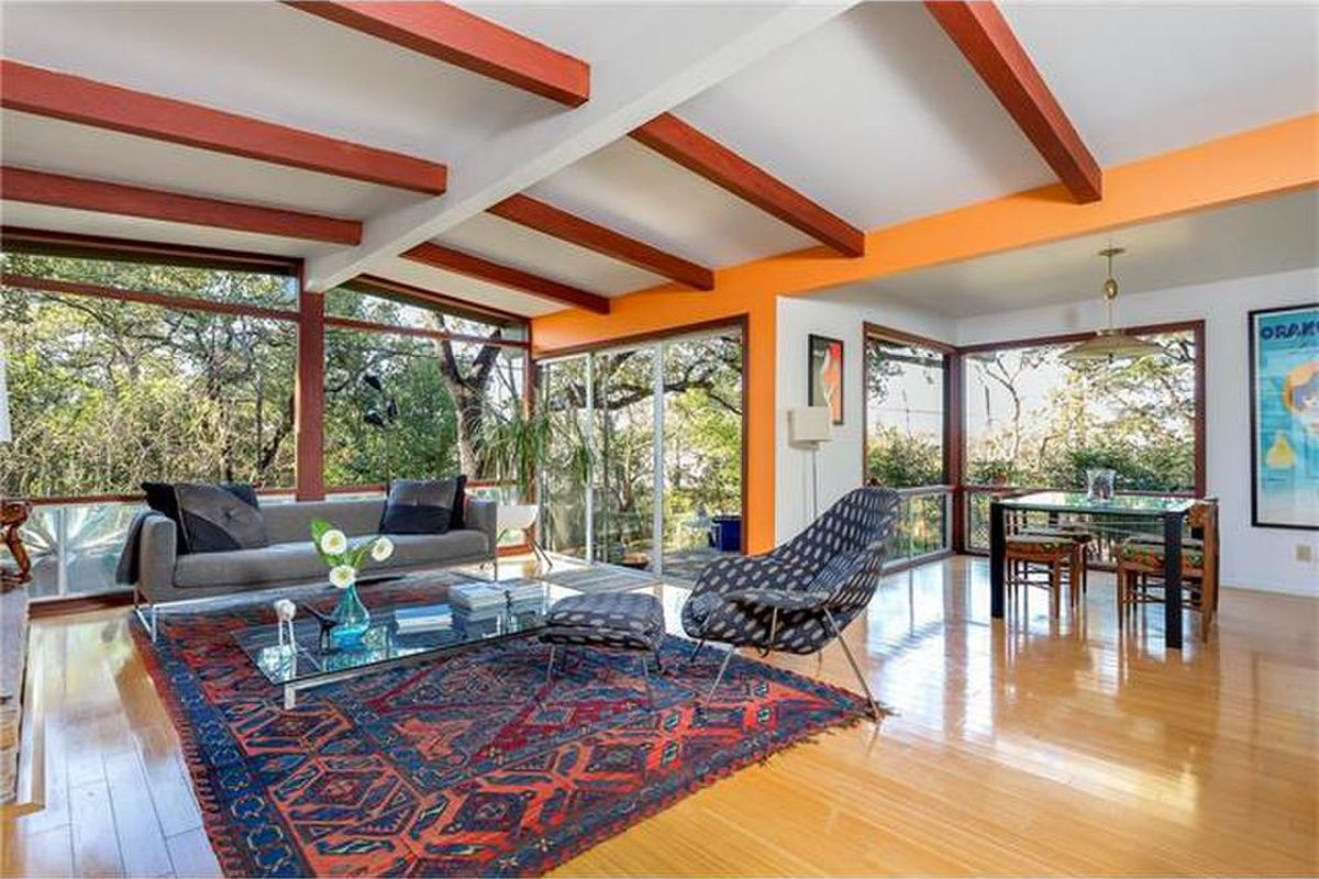 Big living room with vaulted ceiling, beams, window walls, bamboo floors