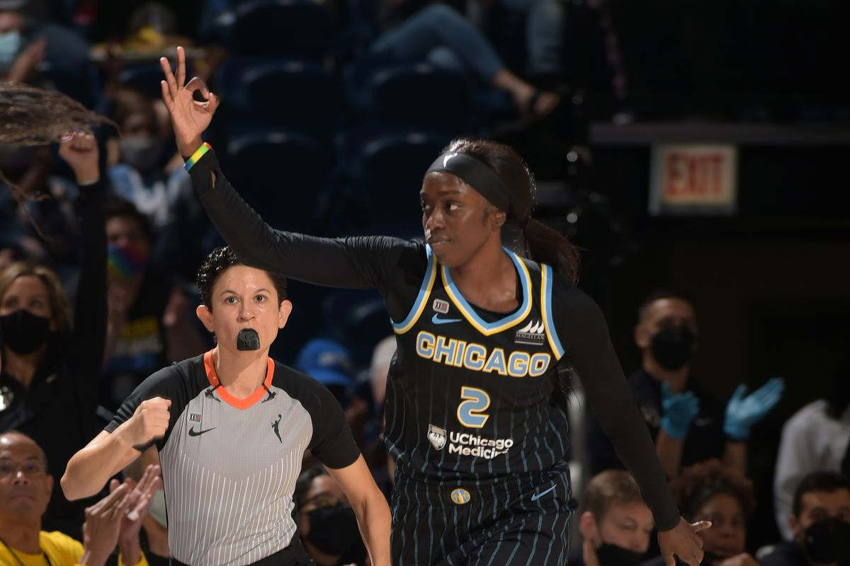 Kahleah Copper went off for 26 points, nine in the fourth quarter, propelling the Sky to a 86-83 win over the Sun and a 2-1 lead in the best-of-five series.