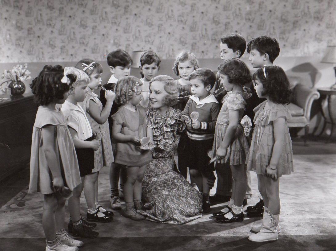 Shirley Temple,Scotty Beckett,Mary Jane Carey,Lorena Carr,and Madge Evans in Stand Up and Cheer!