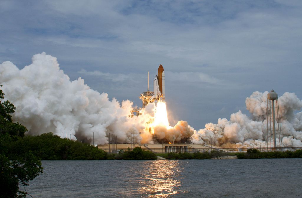 NASA Space Shuttle Atlantis launch (NASA/Bill Ingalls)