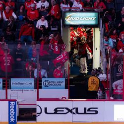 Holtby Leads Capitals Out of Room