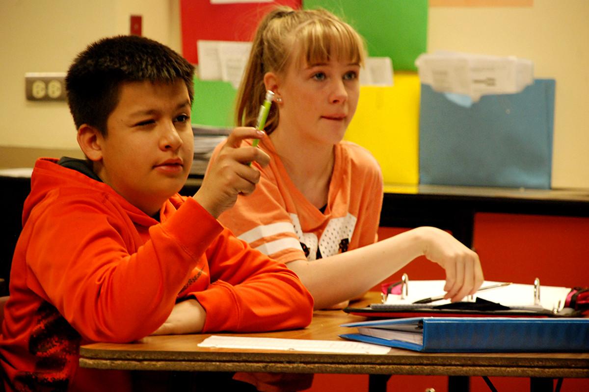 Students at Mrachek Middle School in Aurora work to solve a math problem. (Photo by Nicholas Garcia, Chalkbeat)