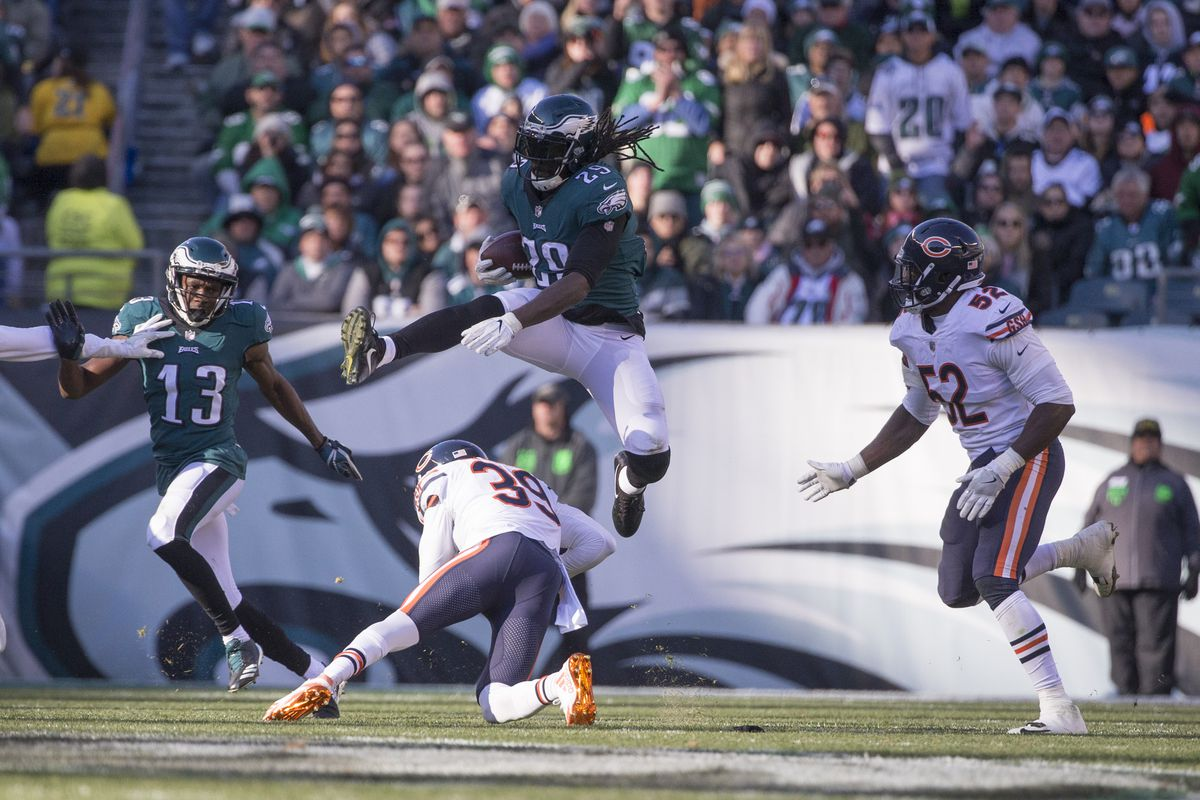Eagles Trail Seahawks, 10-3, At Halftime
