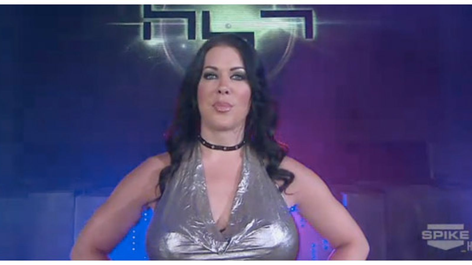Wwe Kaitlyn And John Cena Kiss Chyna's 'Queen of the ...