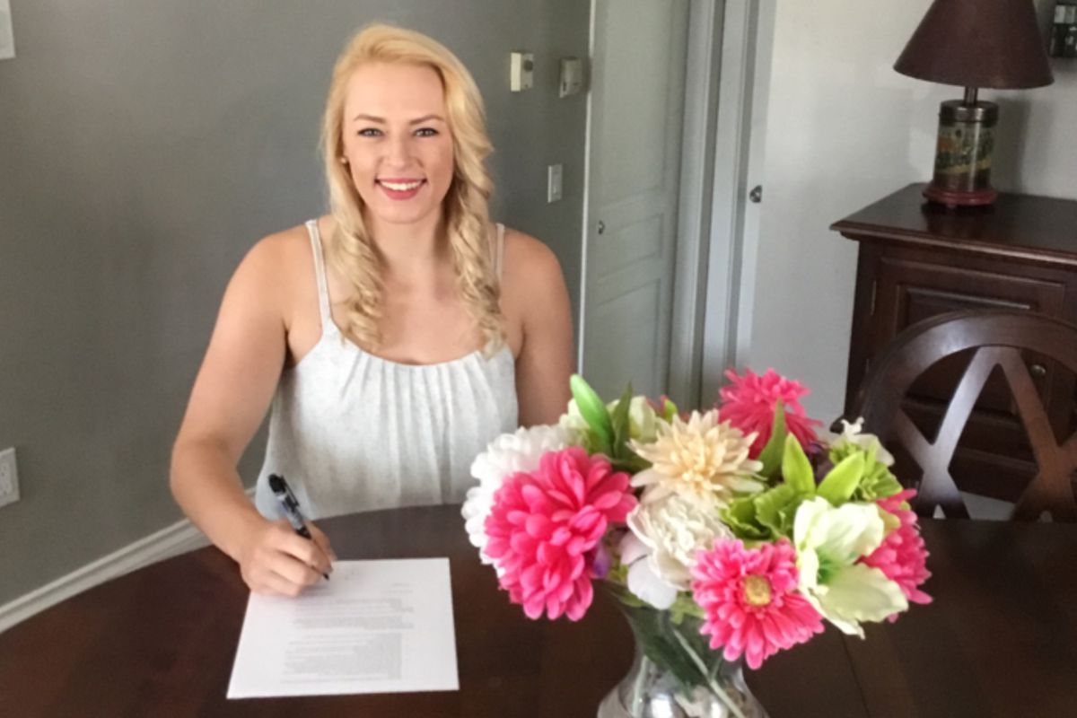 Rafter signs her NWHL contract.
