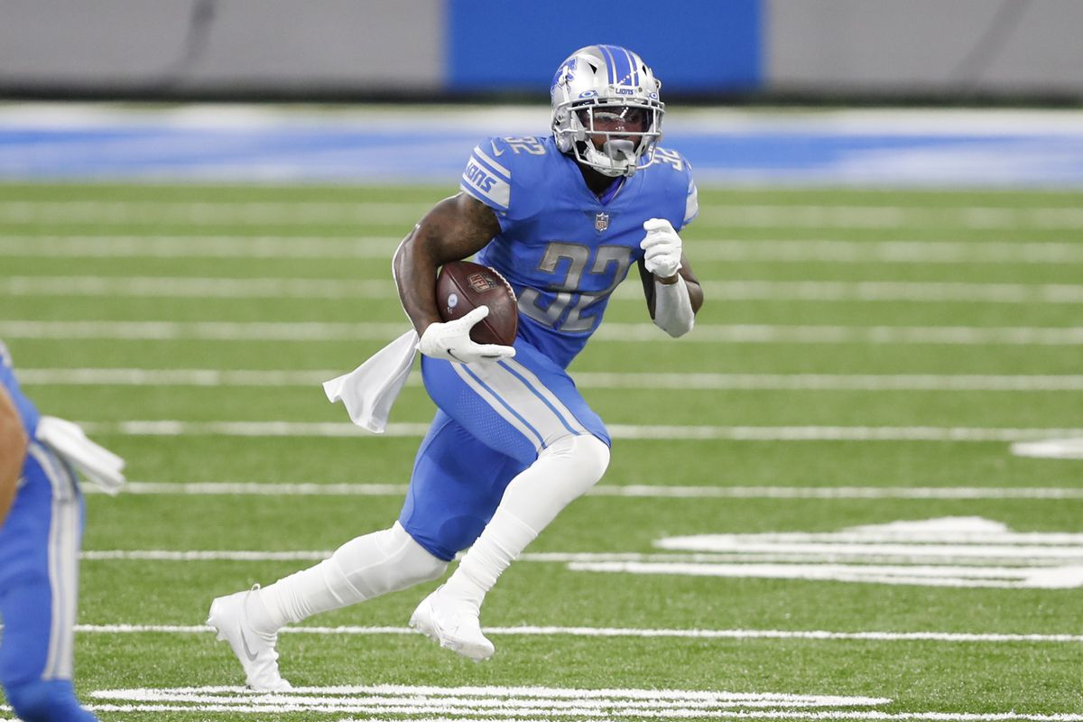 Detroit Lions running back D'Andre Swift runs with the ball during the fourth quarter against the Chicago Bears at Ford Field