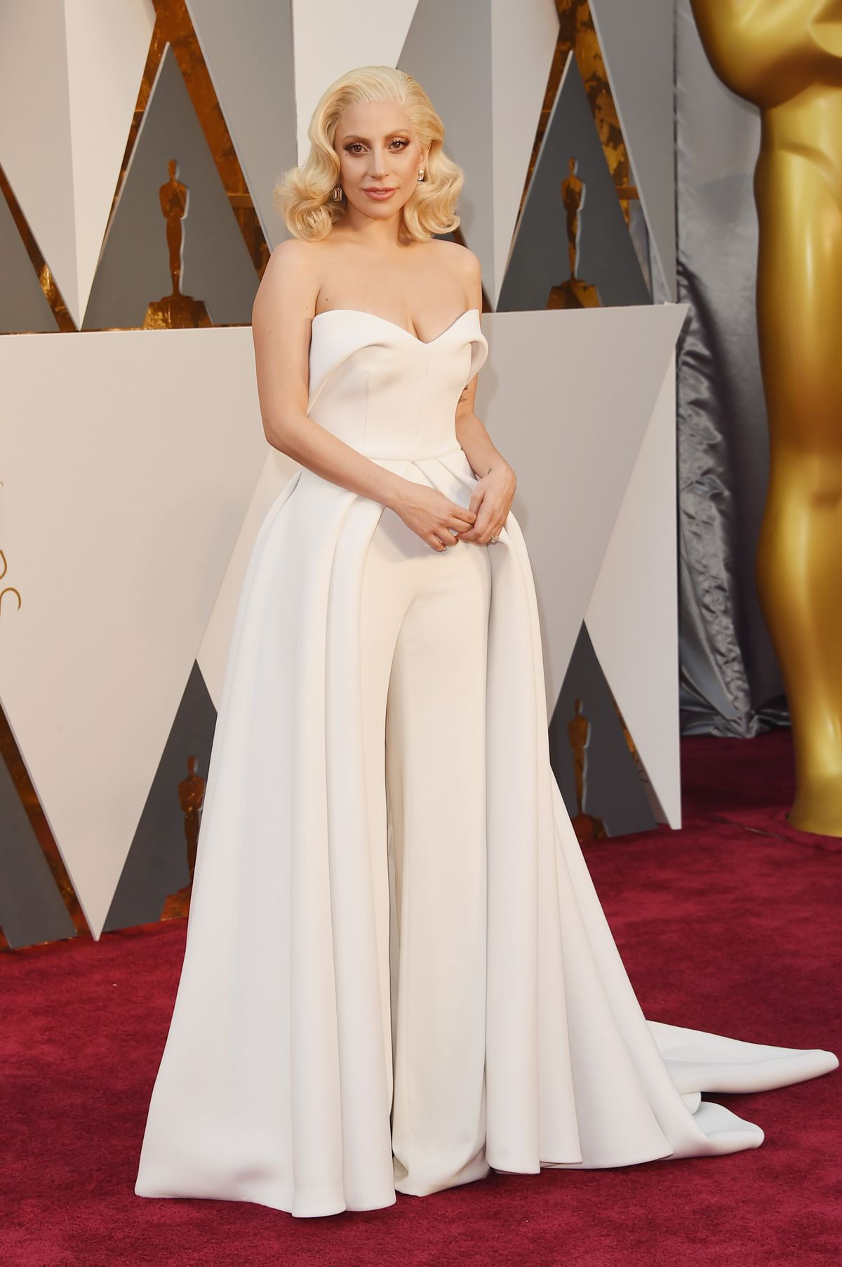 Oscars Red Carpet: See What Jennifer Lawrence, Brie Larson, and Everyone Else Is Wearing