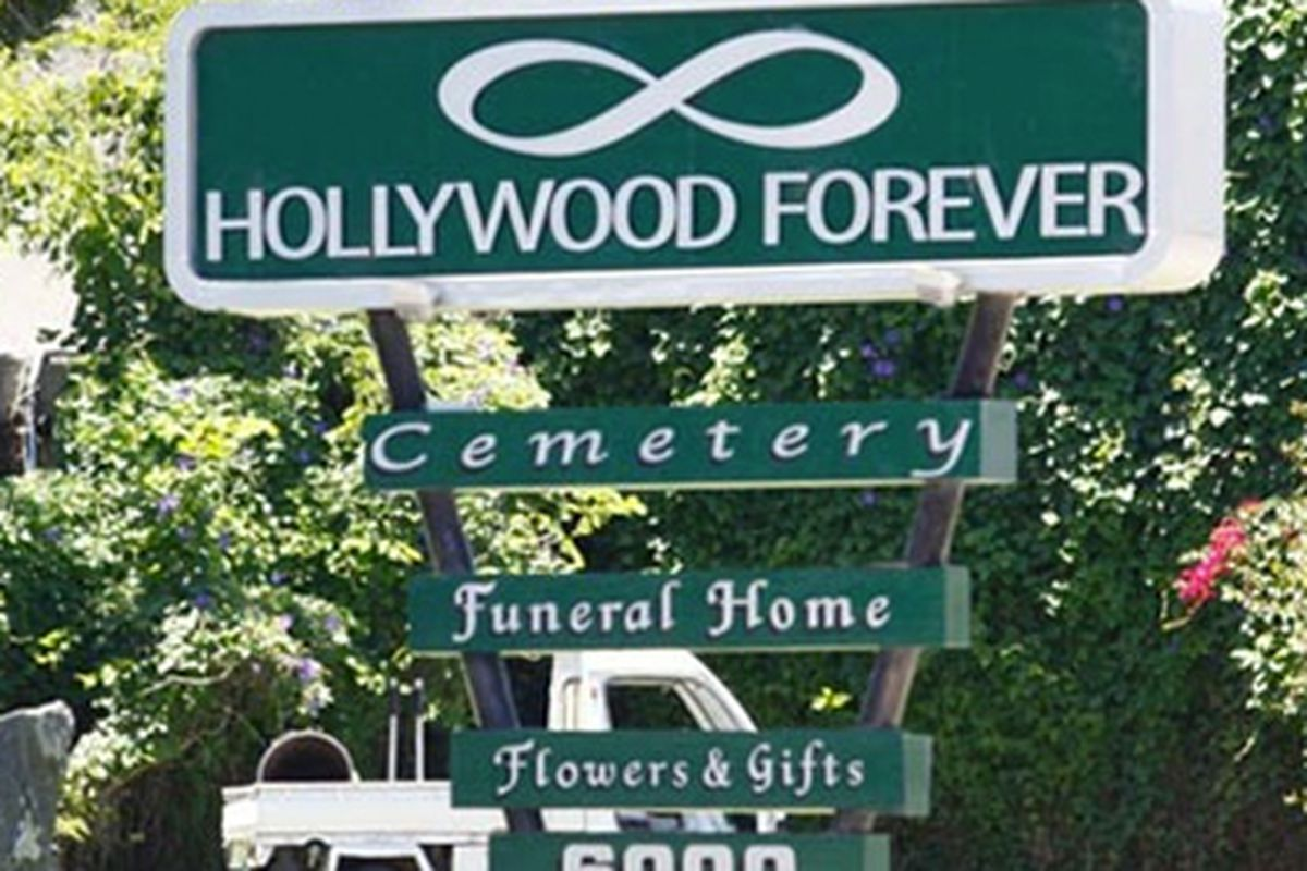 "Photo via <a href=""http://www.tmz.com/2012/06/26/kardashian-family-hollywood-forever-cemetery-graves/"">TMZ</a>"