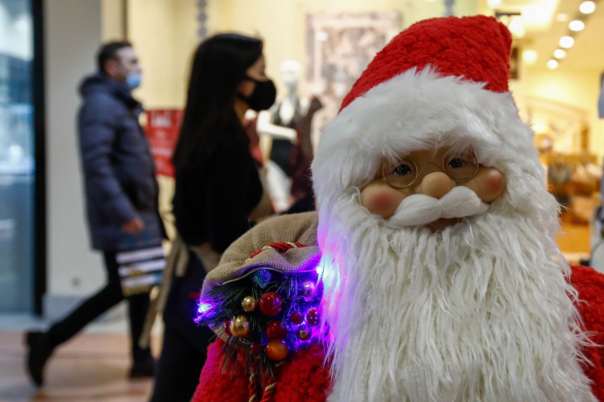 Preparations for winter holidays in Moscow