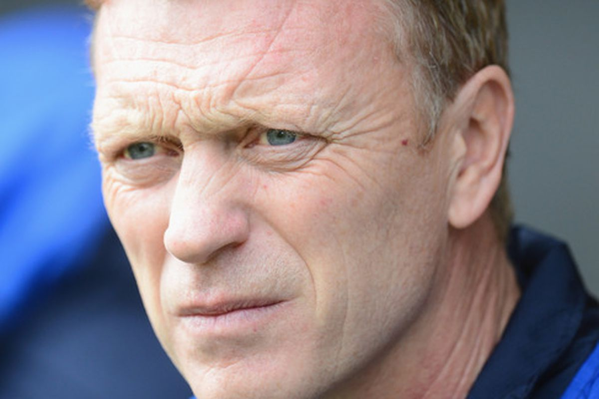 NORWICH, ENGLAND - APRIL 07:  Everton manager David Moyes looks on during the Barclays Premier League match between Norwich City and Everton at Carrow Road on April 7, 2012 in Norwich, England.  (Photo by Mike Hewitt/Getty Images)