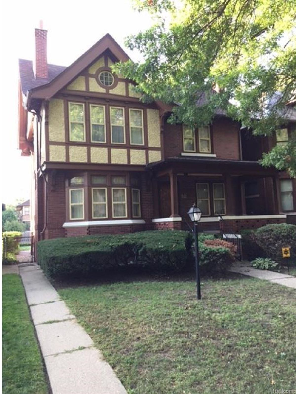 ... dollar amounts can buy around the city, and when we searched for homes  under $150,000, this one was a winner. This Boston-Edison house looked very  lived ...