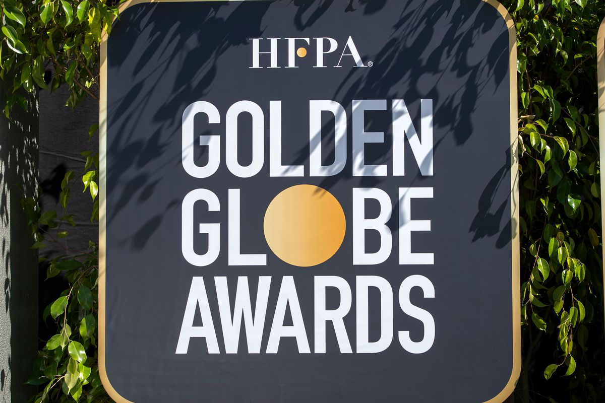 A sign announcing the Golden Globe Awards.