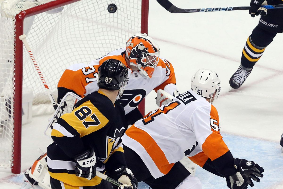 Penguins score touchdown, beat up on Flyers to open series