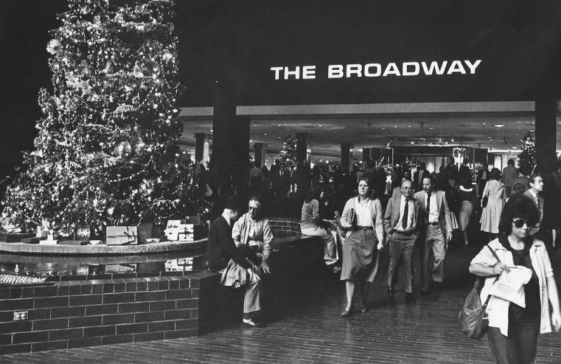 Christmas tree at Broadway Plaza